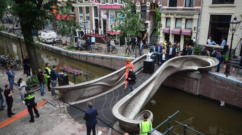 V Amsterdamu odprli prvi pametni 3D-tiskani jekleni most na svetu